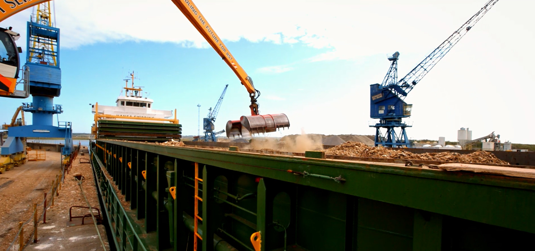 Recycling wood for export by sea to Europe for use in producing heat and energy